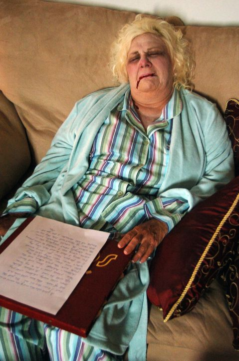 Büßt schrecklich für ihre Hilfsbereitschaft: Kathryn Hadorn (Renee Taylor) ... - Bildquelle: 2006 RHI Entertainment Distribution, LLC