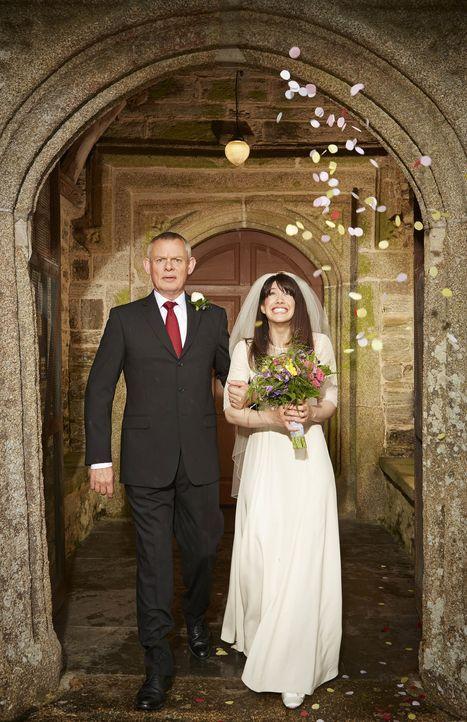 Wagen den ganz großen Schritt: Martin (Martin Clunes, l.) und Louisa (Caroline Catz, r.) ... - Bildquelle: BUFFALO PICTURES/ITV