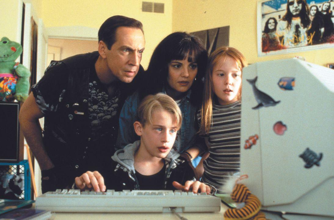 Als Verwandte an das Vermögen seiner verschollenen Eltern heran wollen, machen sich der verwöhnte Richie Rich (Macaulay Culkin, 2.v.l.) und sein tüc... - Bildquelle: 1994 Warner Bros.