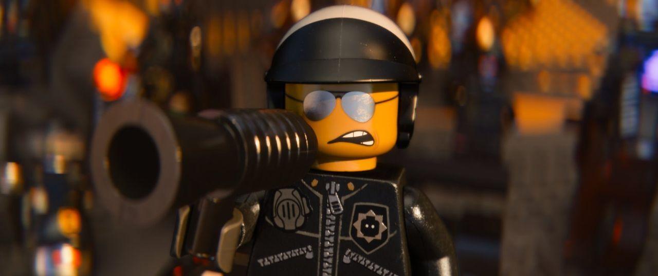 Kennt kein Mitleid: Bad Cop (Bild) will Emmet einschmelzen lassen ... - Bildquelle: 2014 Warner Brothers