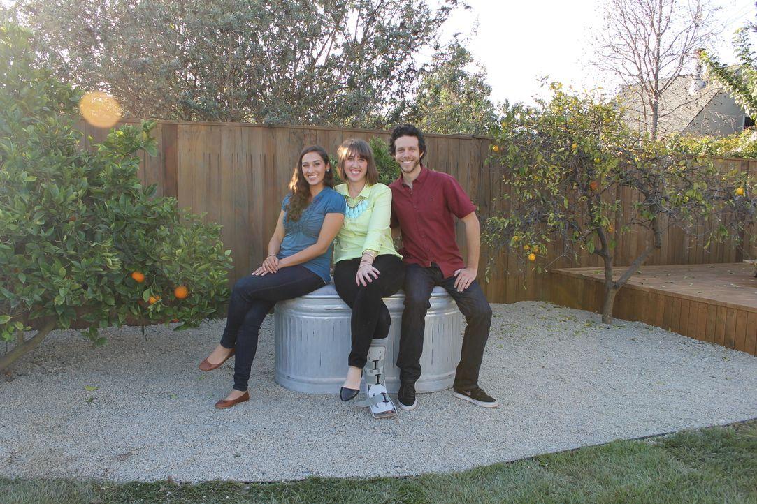 Trifft Garten Designerin Sara Bendrick (l.) wirklich den Geschmack von Jodi (M.) und Ryan (r.)? - Bildquelle: 2014, DIY Network/Scripps Networks, LLC. All RIghts Reserved.