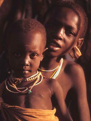 Zwei Suri Kinder - Bildquelle: Richard Gress