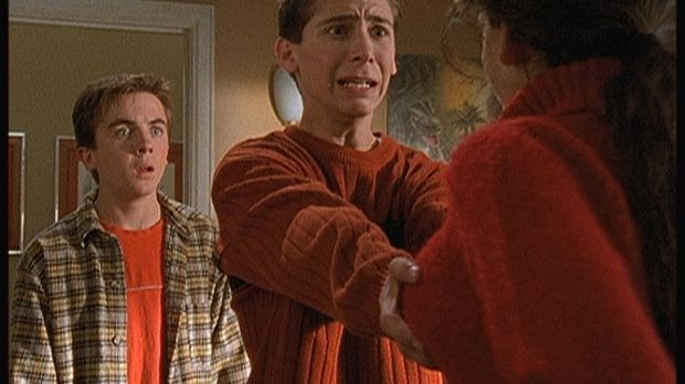 Reese (Justin Berfield, M.) fasst seinen ganzen Mut zusammen und berührt Cynt...