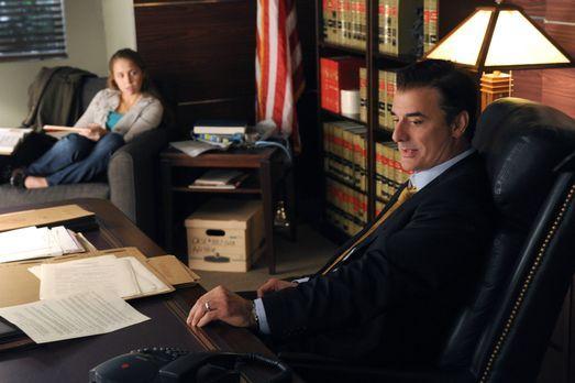 Good Wife - Peter (Chris Noth, r.) hat seine Tochter Grace (Makenzie Vega, l....