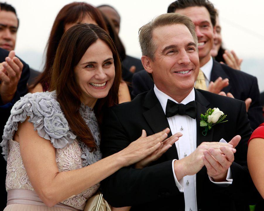 Sind sehr glücklich miteinander: Miranda (Diane Farr, l.) und Sheldon (Brian Benben, r.) ... - Bildquelle: ABC Studios
