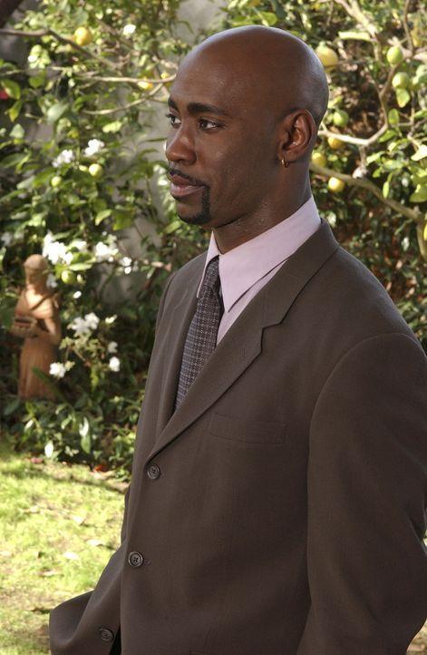 Als der neue Direktor der Sunnydale Highschool, Robin Wood (David Byron Woodside), erfährt, dass Spike seine Mutter umgebracht hat, weiß er nicht, o... - Bildquelle: TM +   Twentieth Century Fox Film Corporation. All Rights Reserved.