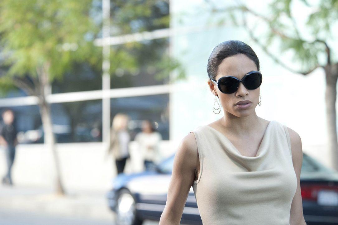 Lili (Rosario Dawson) bekommt eine furchtbare Diagnose, die ihr Leben völlig verändert ... - Bildquelle: 2011 Sony Pictures Television Inc. All Rights Reserved.