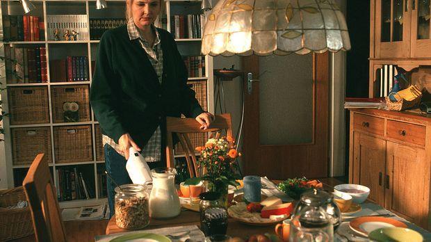 Marie (Katharina Schubert) sorgt dafür, dass es ihrem Mann und ihren beiden K...