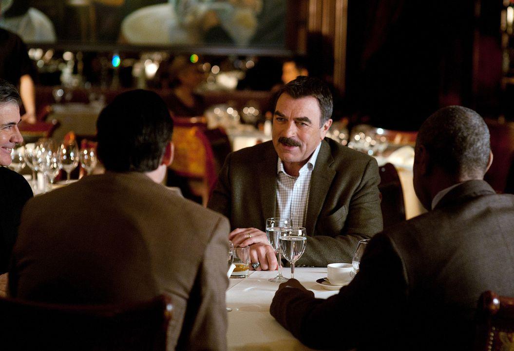 Noch ahnt Frank Reagan (Tom Selleck) nicht, dass der Abend keinen guten Ausgang nehmen wird ... - Bildquelle: 2010 CBS Broadcasting Inc. All Rights Reserved