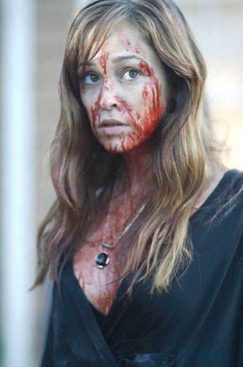Lässt sich mit einem Vampir ein, der sie nun zu seiner Art verwandeln will: Nicole (Autumn Reeser) ... - Bildquelle: Warner Brothers