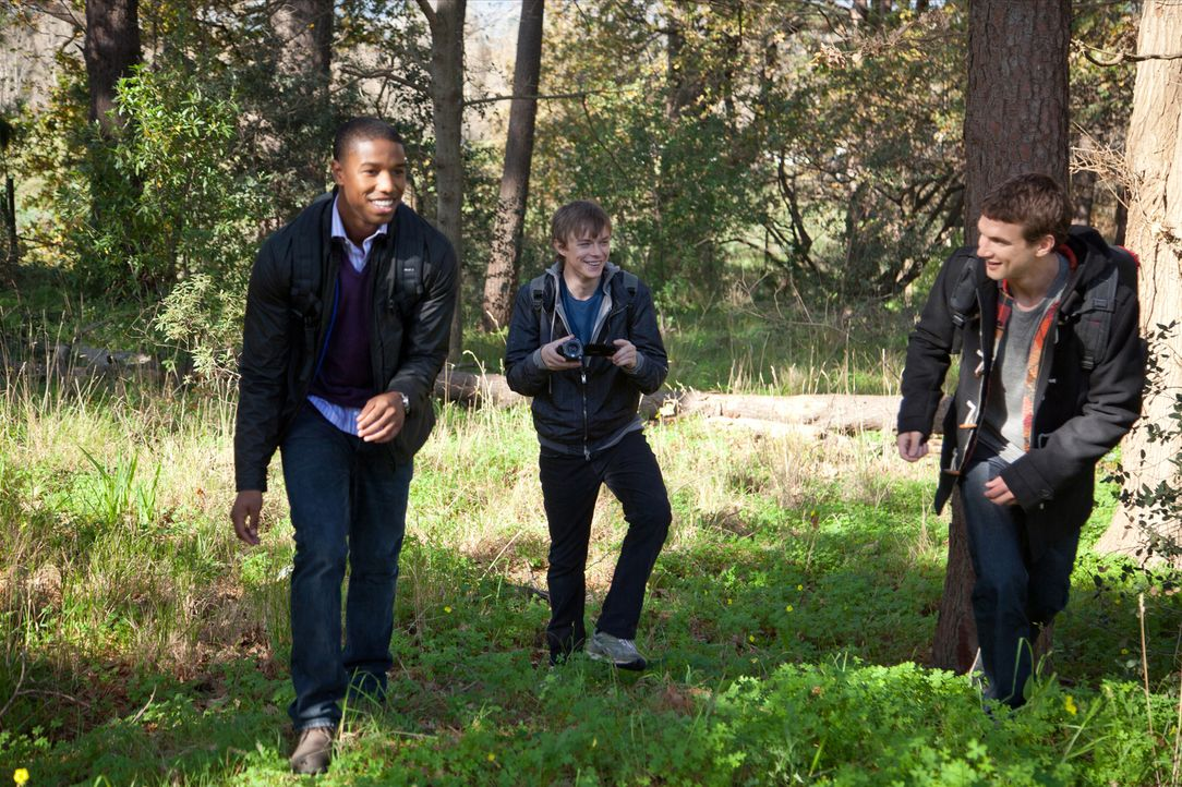 Nachdem Andrew (Dane deHaan, M.), Steve (Michael B. Jordan, l.) und Matt (Alex Russell, r.) eine eigenartige Entdeckung gemacht haben, verfügen sie... - Bildquelle: TM and   2012 Twentieth Century Fox Film Corporation.  All rights reserved.  Not for sale or duplication.