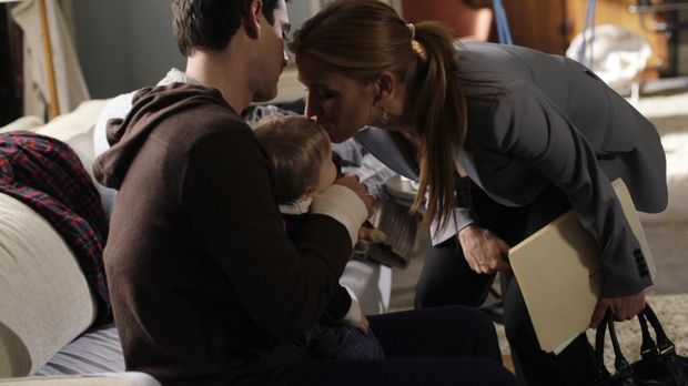 Samantha (Poppy Montgomery, r.) verabschiedet sich von Brian (Adam Kaufman, l...