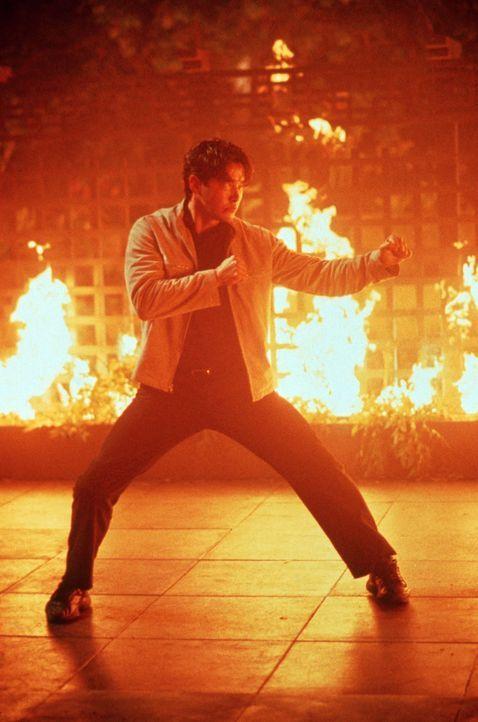 Mitleidslos verfolgt Kai (Russell Wong) seinen Plan ... - Bildquelle: Warner Bros. Pictures