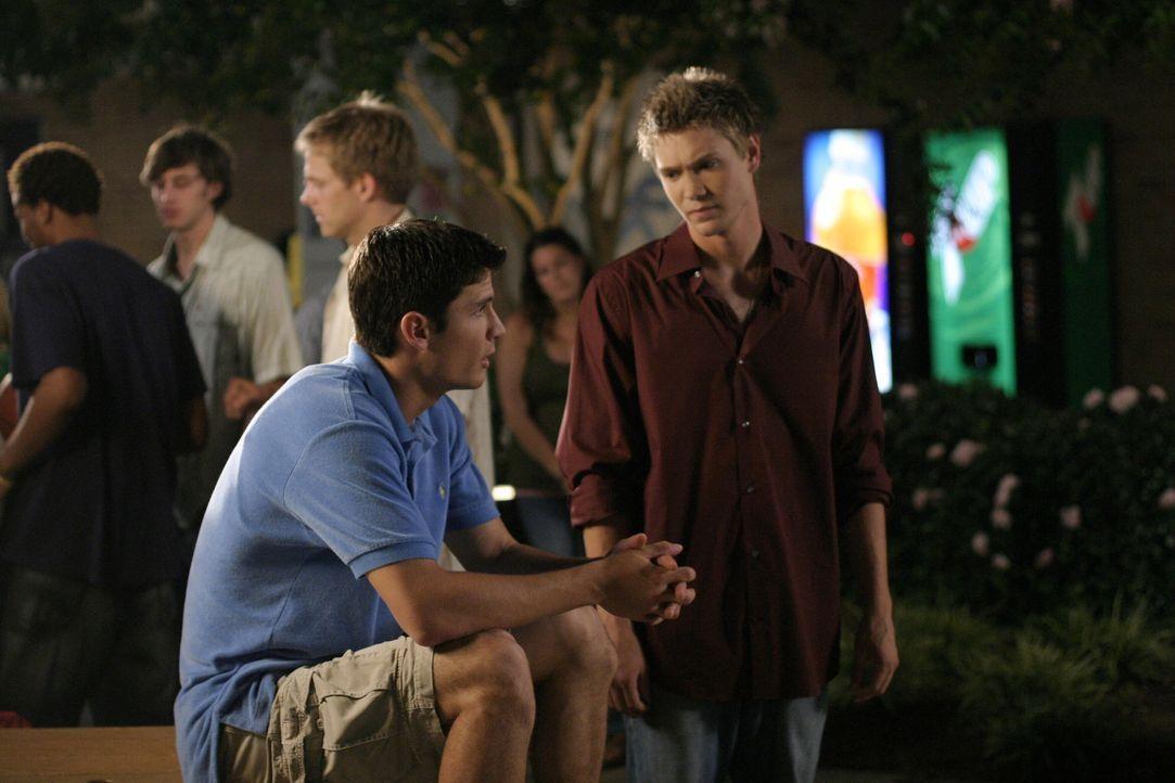 Bei beiden Hallbrüdern läuft es in der Liebe nicht so, wie sie es sich wünschen würden: Nathan (James Lafferty, l.) und Lucas (Chad Michael Murr... - Bildquelle: Warner Bros. Pictures
