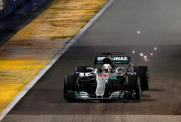 Lewis Hamilton gewinnt Rennen in Singapur