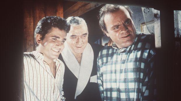 Little Joe (Michael Landon, l.), Ben (Lorne Greene, M.) und Hoss Cartwright (...