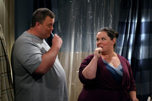 Mike & Molly - Genießen ihre gemeinsame Zeit: Molly (Melissa McCarthy, r....