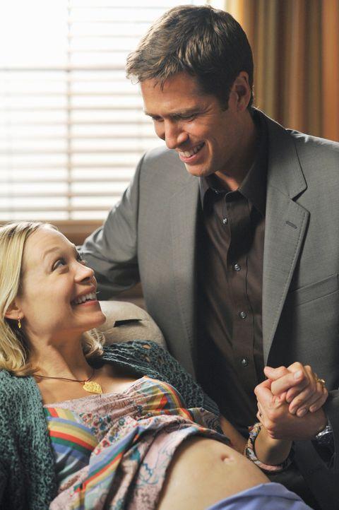 Daniel (Alexis Denisof, r.) führt ein falsches Spiel mit Laura (Alexandra Holden, l.) ... - Bildquelle: ABC Studios
