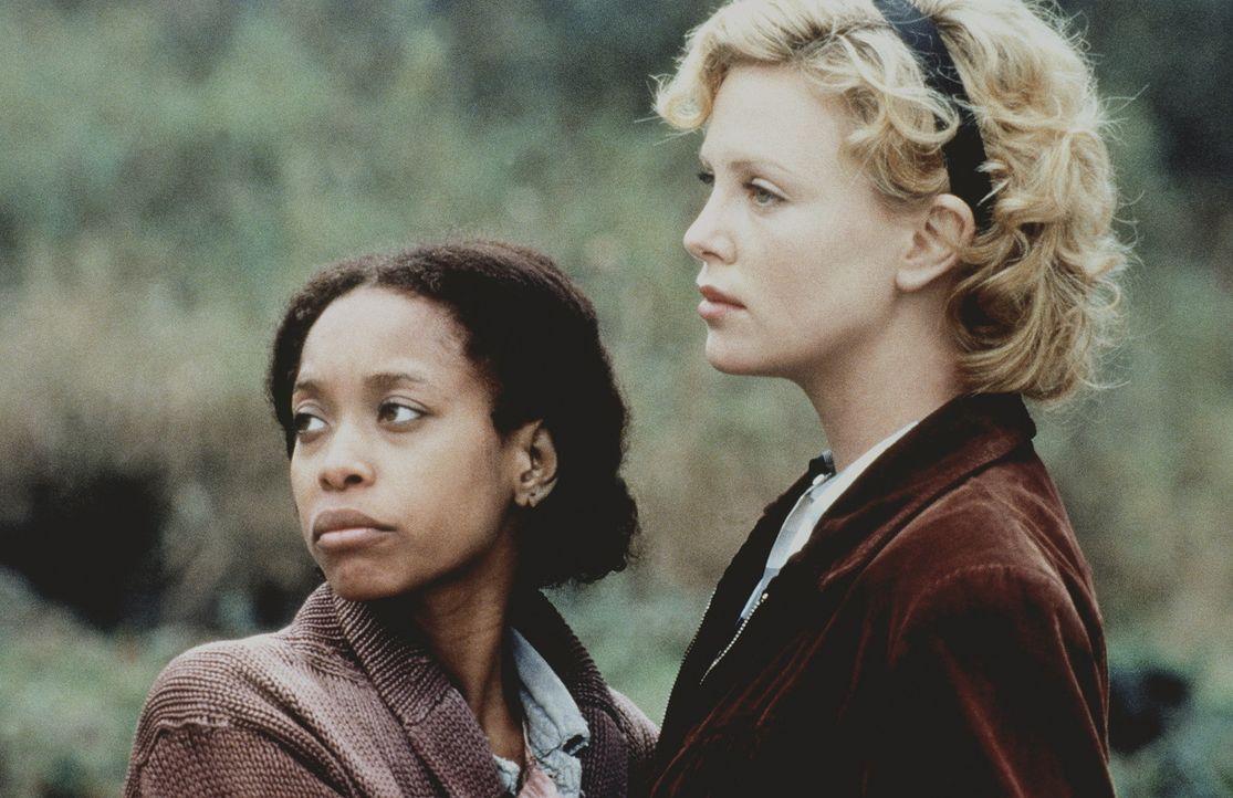 Kann die Freundschaft der beiden Frauen Candy Kendall (Charlize Theron, r.) und Rose Rose (Erykah Badu, l.) auch die schwersten Vorfälle überstehen? - Bildquelle: Kinowelt Filmverleih