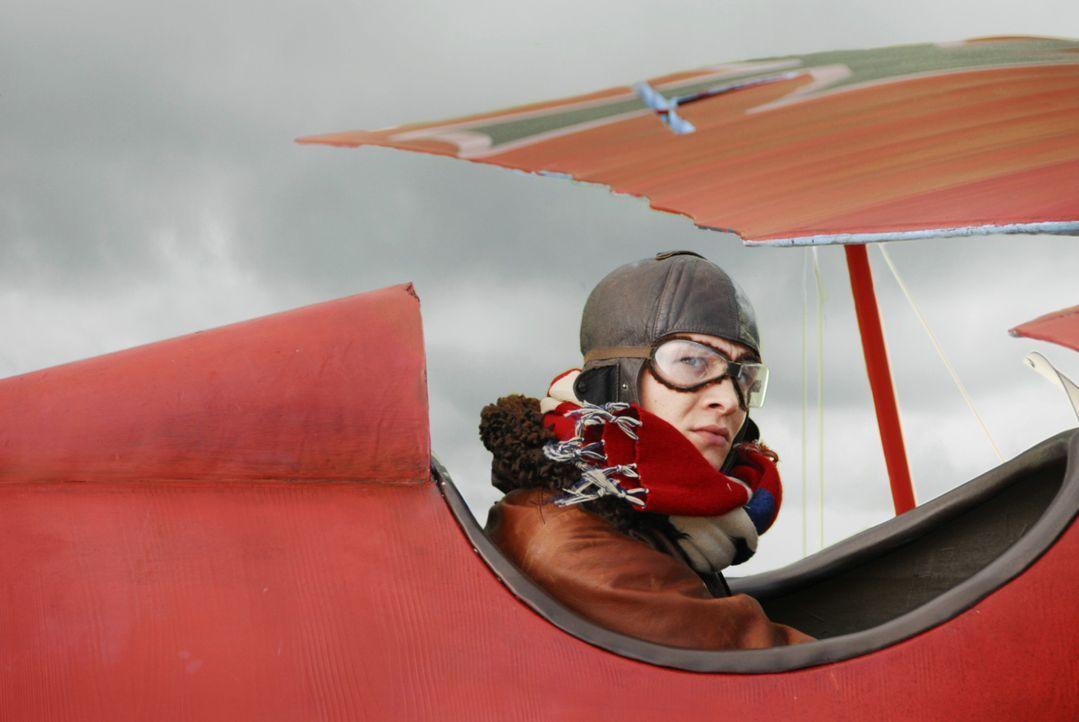 Baron Manfred von Richthofen (Matthias Schweighöfer) ist ein begnadeter Flieger, der durch seine vielen gewonnenen Luftkämpfe bereits der Schrecke... - Bildquelle: Warner Bros. Television