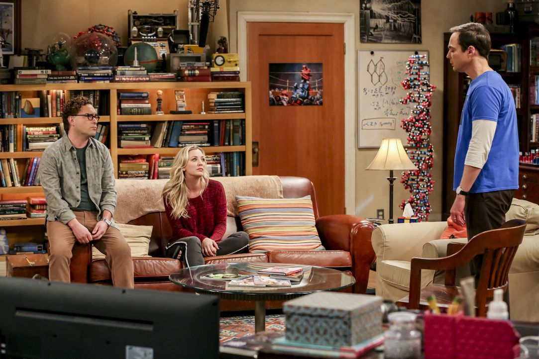 (v.l.n.r.) Leonard (Johnny Galecki); Penny (Kaley Cuoco); Sheldon (Jim Parsons) - Bildquelle: Michael Yarish Warner Bros./Michael Yarish