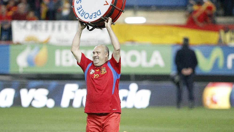 Manolo begleitet die spanische Nationalelf seit 1982 - Bildquelle: SID-SID-PIXATHLON