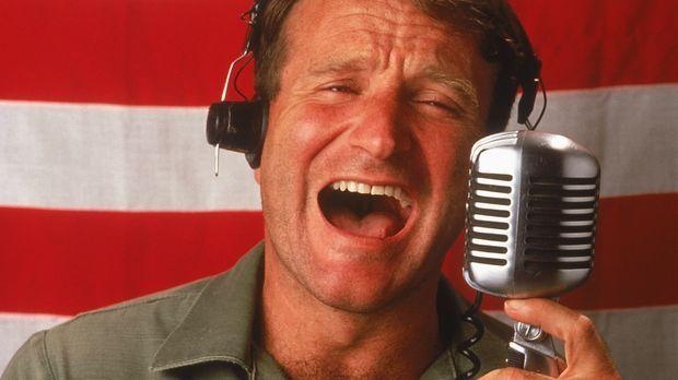 Adrian Cronauer (Robin Williams) kommt 1965 als neuer unkonventioneller Radio...