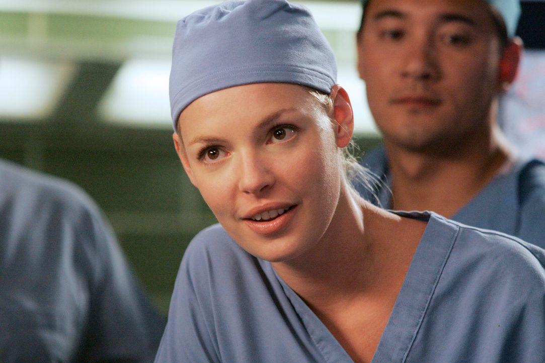 Izzie (Katherine Heigl) soll Mark über die Schulter sehen und weist ihn sofort in die Schranken, als er von ihr verlangt, ihm Kaffee zu holen ... - Bildquelle: Touchstone Television