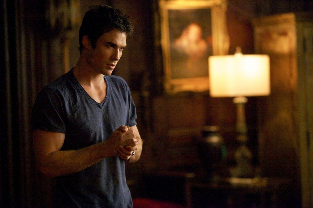 Damon reibt sich die Hände - Bildquelle: Warner Bros. Entertainment Inc.