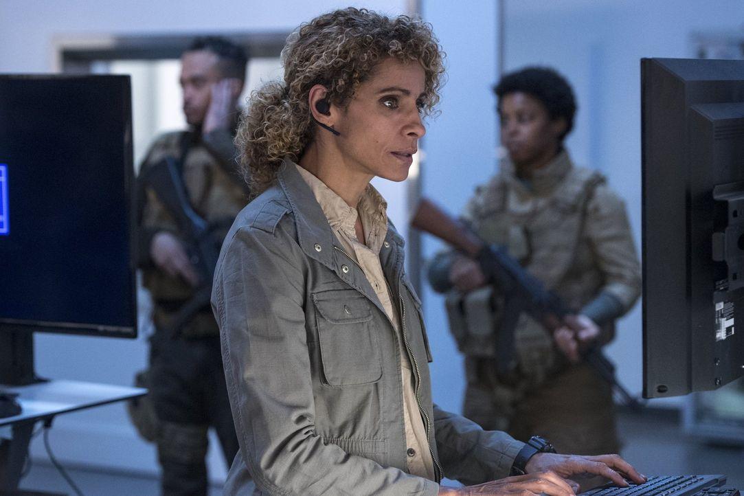 Shepherd (Michelle Hurd) muss sich voll konzentrieren, damit ihre Mission gelingt ... - Bildquelle: 2016 Warner Brothers