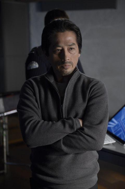 Dr. Hatake (Hiroyuki Sanada) ist immer noch geschockt darüber, dass Julia auf der Ebene R eingesperrt ist ... - Bildquelle: 2014 Sony Pictures Television Inc. All Rights Reserved.