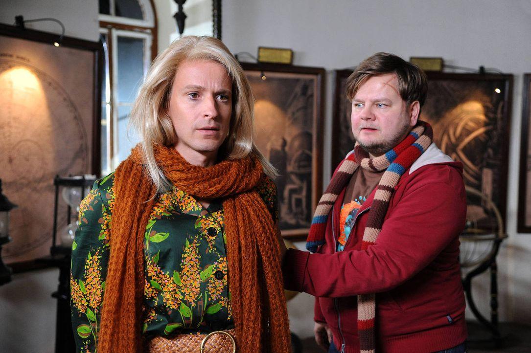 Wally (Max von Pufendorf, l.) verändert nicht nur das Leben von Michael (Matthias Busse, r.), sondern auch von seinem selbstverliebten Bruder Georg... - Bildquelle: Hubert Mican SAT.1