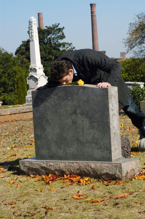 Nick (Bryan Greenberg) begibt sich zum Grab seiner Mutter und erzählt ihr, dass er glaubt, der Vater von Sam zu sein ... - Bildquelle: 2007 American Broadcasting Companies, Inc. All rights reserved.