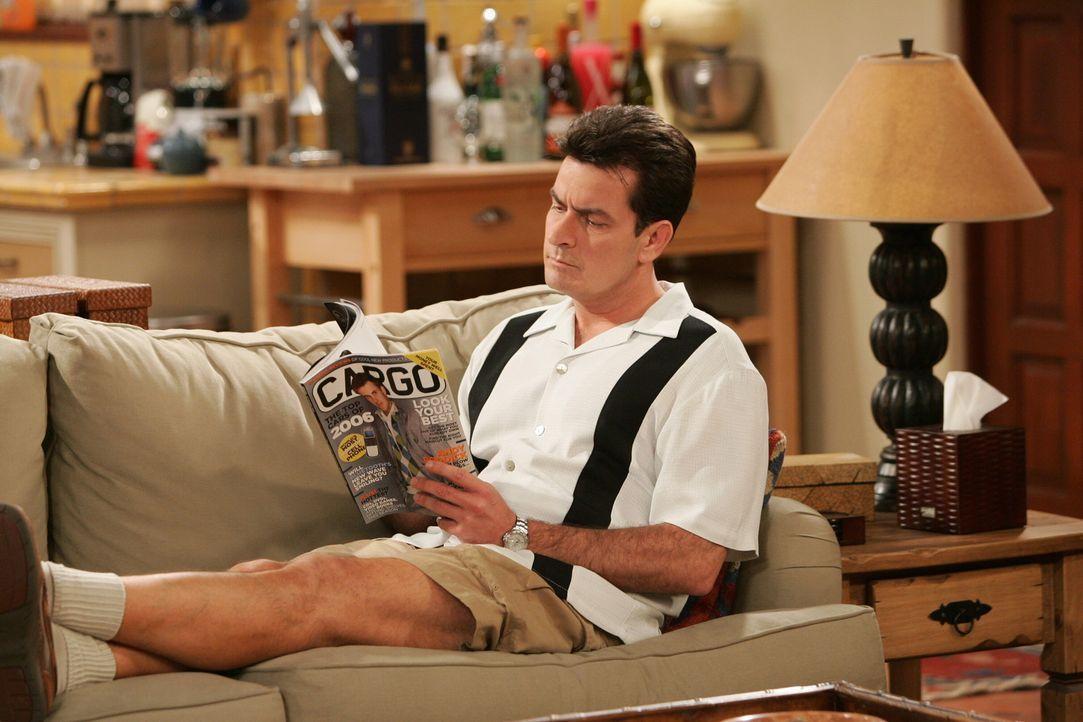 Charlie (Charlie Sheen) erkennt, dass er sein Verhältnis zu seiner Mutter bereinigen muss, um jemals ein gutes Verhältnis zu Frauen zu haben ... - Bildquelle: Warner Brothers Entertainment Inc.