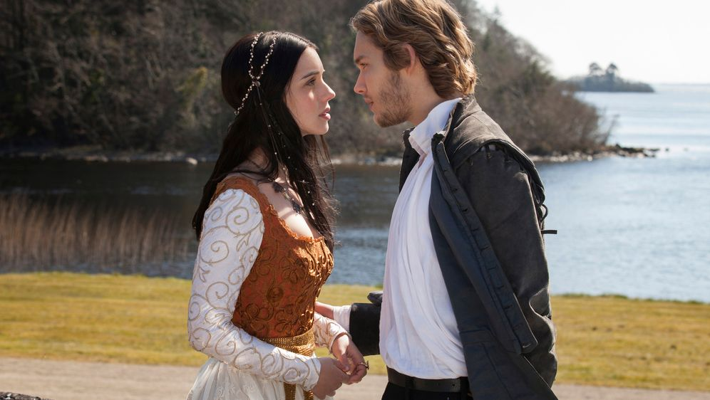 Staffel 1 von Reign online sehen! - Bildquelle: Joss Barratt 2013 The CW Network, LLC. All rights reserved.