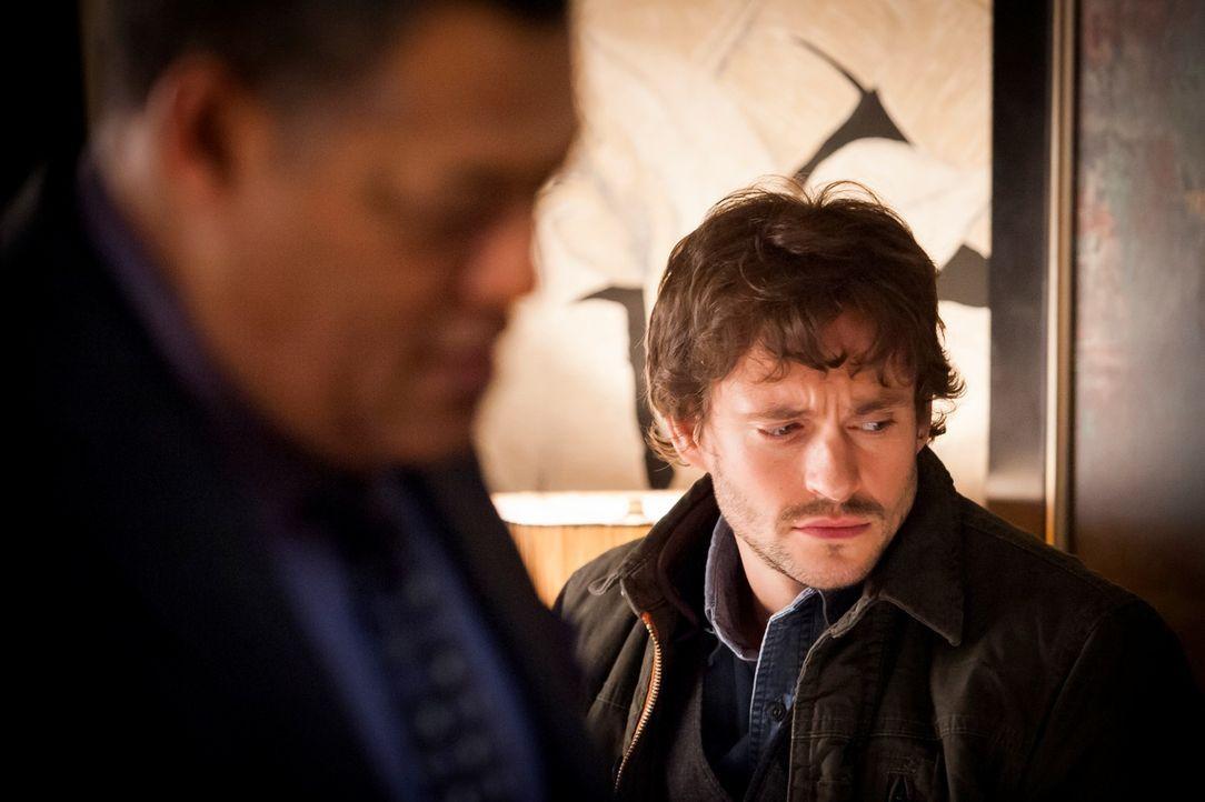 War der Serienkiller tatsächlich in Jack Crawfords (Laurence Fishburne, l.) Haus? Will Graham (Hugh Dancy, r.) ist fest davon überzeugt ... - Bildquelle: 2012 NBCUniversal Media, LLC