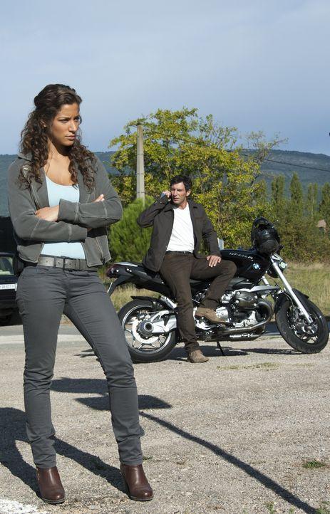 Sara (Manon Azem, l.) und Lucas (Franck Sémonin, r.) müssen sich bei ihren neusten Ermittlungen mit einer Gruppe auseinandersetzen, die davon überze... - Bildquelle: Jean Louis PARIS