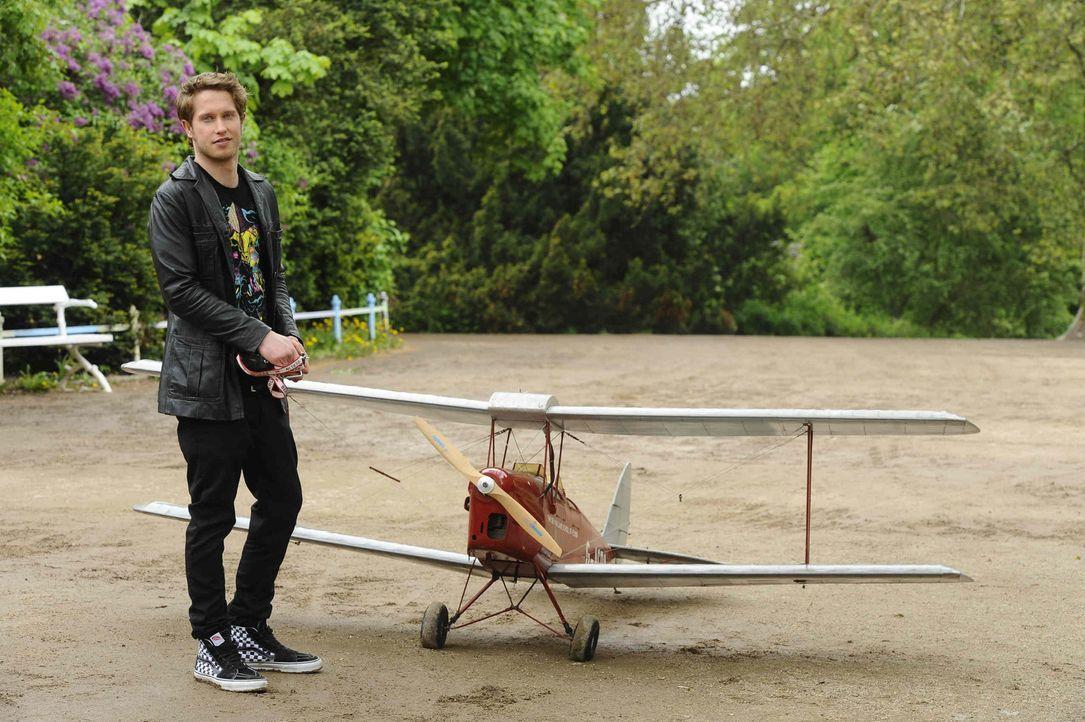 Jojo (Bernhard Bozian) hat von Enrique eine ganz besondere Aufgabe bekommen ... - Bildquelle: SAT.1