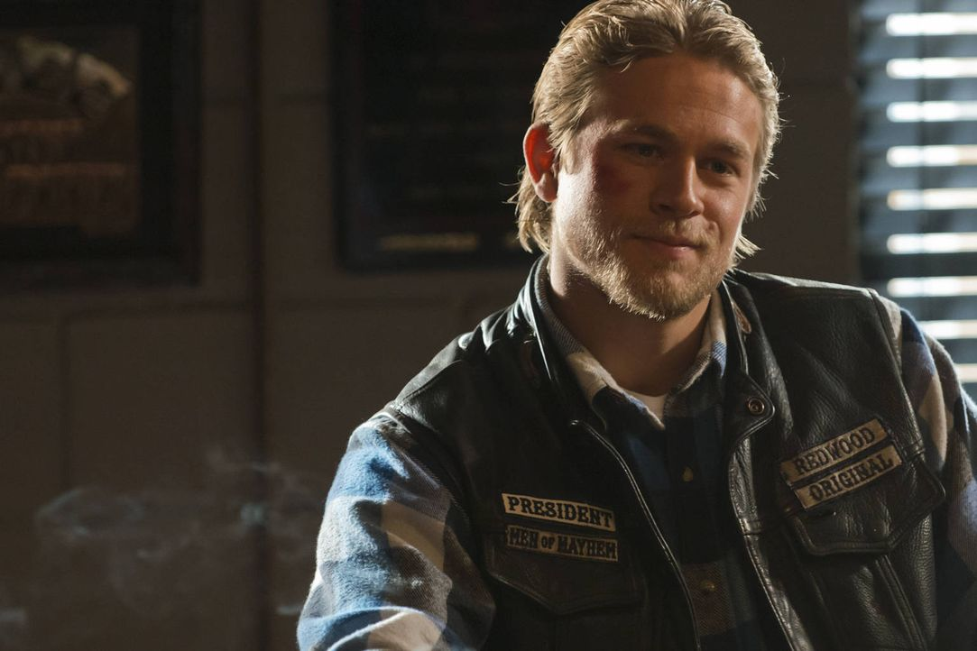 Jax (Charlie Hunnam) übernimmt einen zerrütteten Club, der mit einigen undurchsichtigen Deals zu kämpfen hat ... - Bildquelle: 2012 Twentieth Century Fox Film Corporation and Bluebush Productions, LLC. All rights reserved.