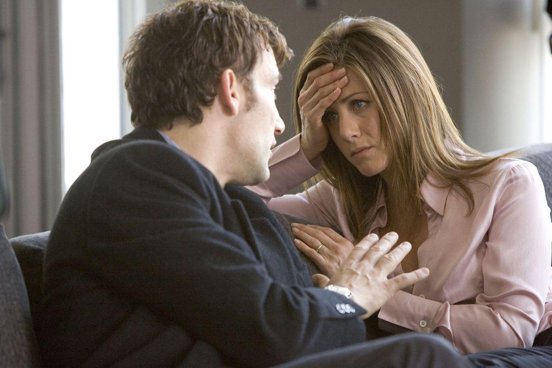 Kaum haben sich Lucinda (Jennifer Aniston, r.) und Charles (Clive Owen, l.) zu einem kurzen, heimlichen Schäferstündchen ins Hotel zurückgezogen,... - Bildquelle: Miramax Films All rights reserved