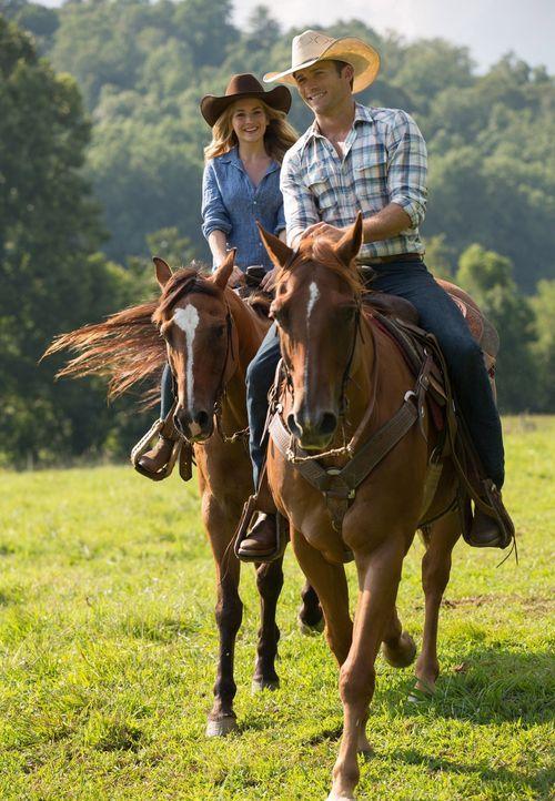 Während die Liebe zwischen Luke (Scott Eastwood, r.) und Sophia (Britt Robertson, l.) aufblüht, stellen die beiden fest, dass sie im Leben aber ganz... - Bildquelle: 2015 Twentieth Century Fox Film Corporation.  All rights reserved.