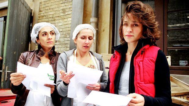 Britta (Henriette Heinze, r.), Manu (Barbara Philipp, l.) und Filiz (Ilknur B...