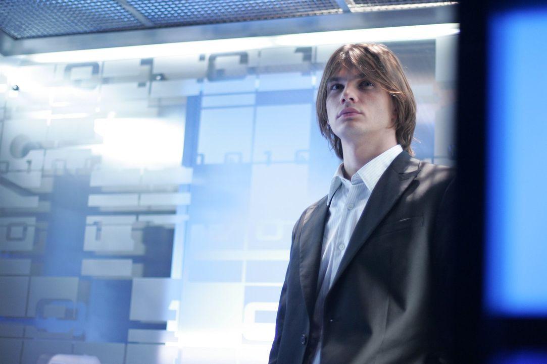 Als Austauschstudent Mikail (Trent Ford) in Smallville auftaucht, ahnt noch niemand, dass er außergewöhnliche Fähigkeiten hat ... - Bildquelle: Warner Bros.