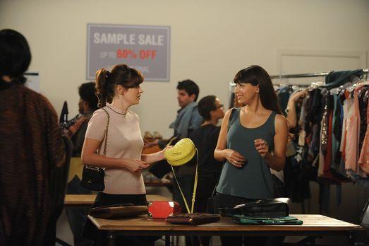 New Girl - Noch sind Jess (Zooey Deschanel, l.) und Cece (Hannah Simone, r.)...
