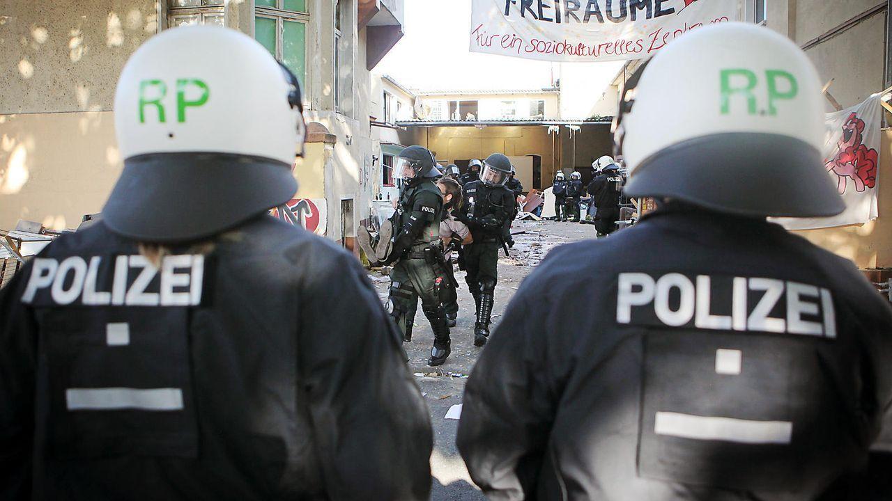 Polizist - Bildquelle: dpa