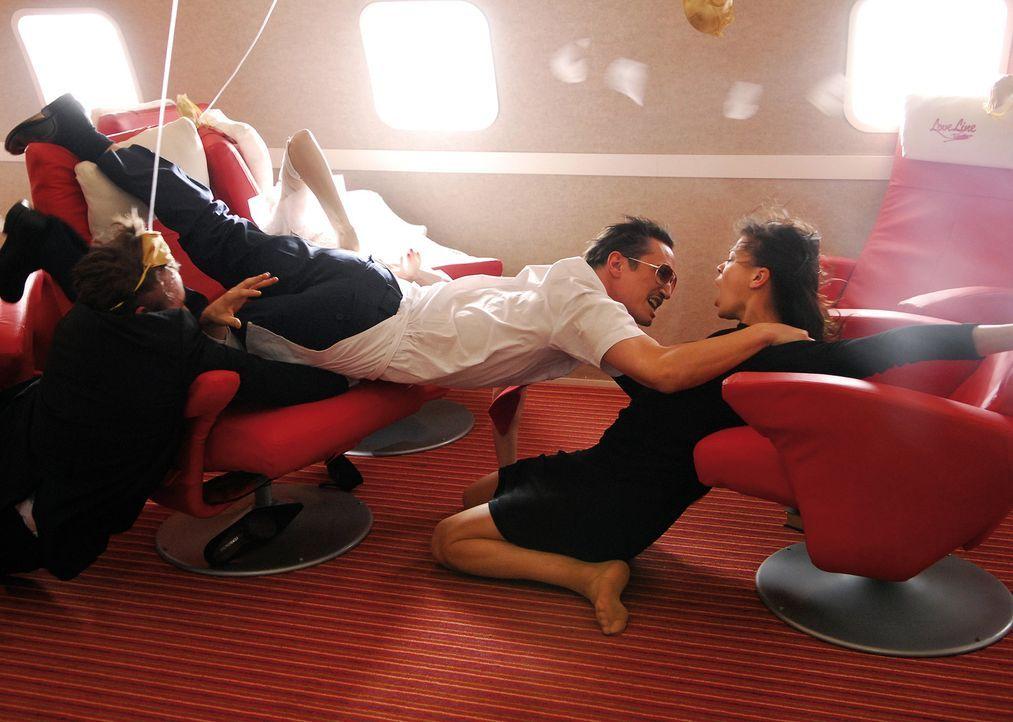 Am Ende siegt doch immer die Liebe: Jan (Benno Fürmann, M.) und Katrin (Jessica Schwarz, r.) ... - Bildquelle: 2007 Constantin Film Verleih, München