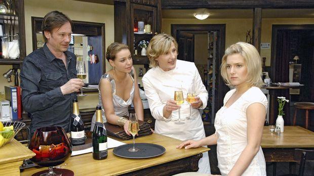 Anna (Jeanette Biedermann, r.) ist fassungslos, als Armin (Rainer Will, l.) u...