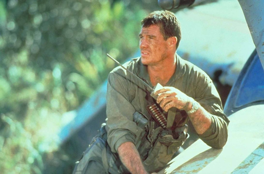 Startet eine grausame Vergeltungsaktion nachdem sein Partner bei einem Einsatz im Vietnam ums Leben kam: Pilot Jake Grafton (Brad Johnson) ... - Bildquelle: Paramount Pictures. All Rights Reserved.