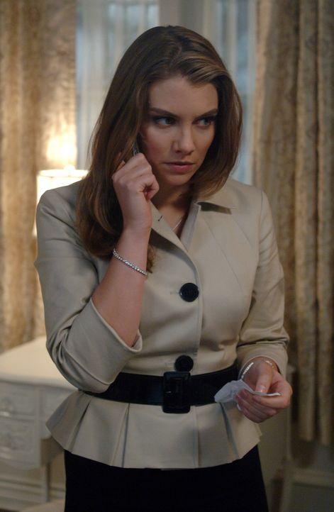 Bobby findet heraus, wo sich Bela (Lauren Cohan) versteckt hält und Dean macht sich auf den Weg, um von ihr den Colt zurückzuholen ... - Bildquelle: Warner Bros. Television