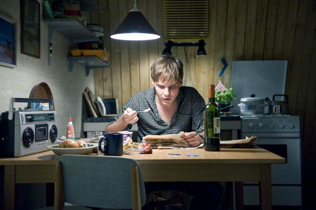 David (Daniel Brühl) ist ein ausgezeichneter Kellner, der unauffällig und ruhig seine Gäste bedient und so auch keine Chancen bei den Frauen. Doc... - Bildquelle: Warner Brothers